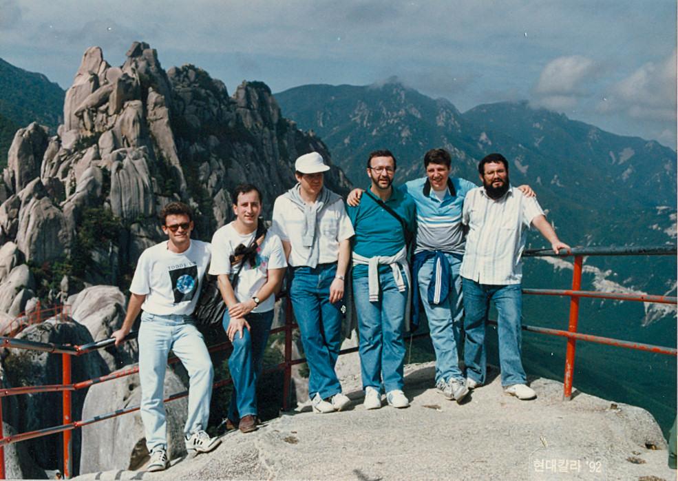 안토니오, 박호, 루이스, 남 요한 바오로, 디에고와 알바로 예페스 신부님들의 설악산 소풍 중.jpg